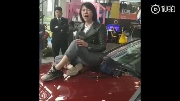 《奔驰 1.5 万手续费待解 踢爆万亿市场潜规则》
