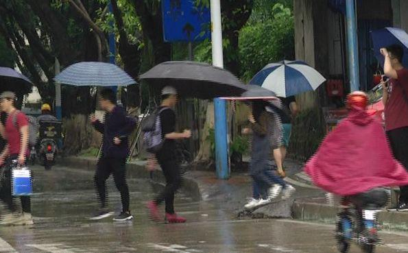 《广东暴雨 九旬独居老人疑跌倒在家中溺亡》