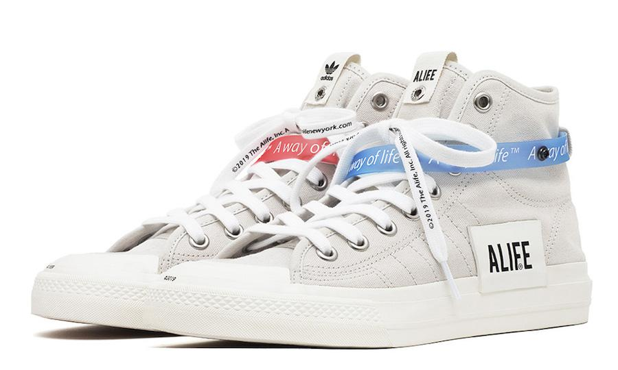 "Travis Scott 和 Jordan 合作的 Air Jordan 1 以特别的倒钩设计而备受关注,在预热许久之后这双联名鞋终于在本周末登陆了全球各大店铺。本周末鞋圈的头条自然也是被这双鞋抢走了,不过较之于关注鞋子本身的故事和设计,更多人感兴趣的还是它一路上涨的价格和各地发售店铺的八卦,这种状况还是让人蛮无奈的。除了这双话题之作,本周还有这些鞋子值得关注。 NIKE Air Max 1""Inside Out"""