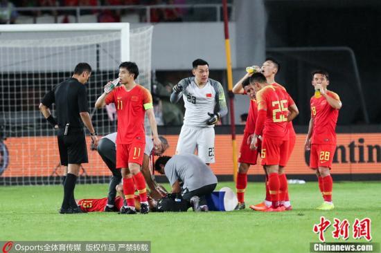 《国足 1:0 塔吉克斯坦取两连胜 杨旭破门后伤退》