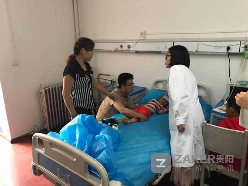 兒童高燒抽搐 民警開道急速送醫