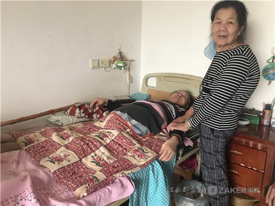 南昌 72 岁杨莲善:无悔照顾瘫痪同事 38 年
