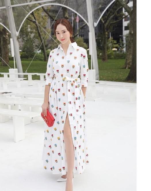 《郑秀妍时装周街拍曝光,这个脸也太僵了吧?》