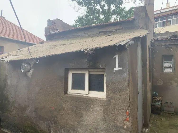 青岛一房子 12.35 平米,卖了 84 万!网友:这像个茅草屋啊…
