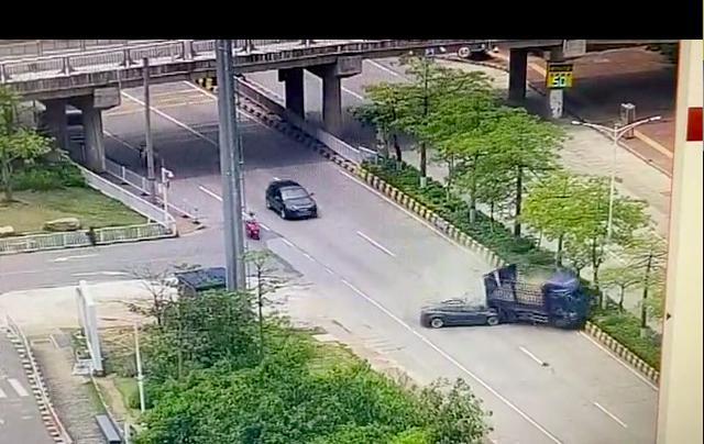 半个月三起警情通报,广东特斯拉追尾货车驾驶人当场死亡