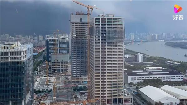 上海暴雨白天如黑夜