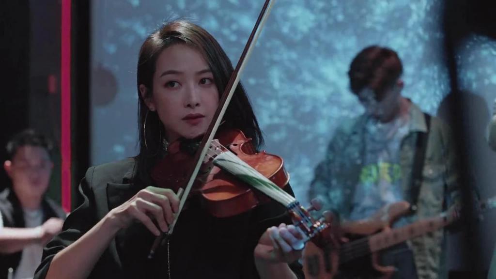 《陌生的恋人》影评:追完 10 集,国产悬疑剧又开始玩新花样了!