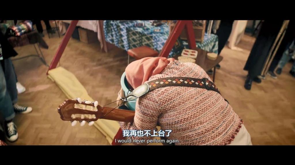 《爆笑女子乐队》影评:豆瓣 8.8,挑战禁忌,这么敢拍的英剧还真少见