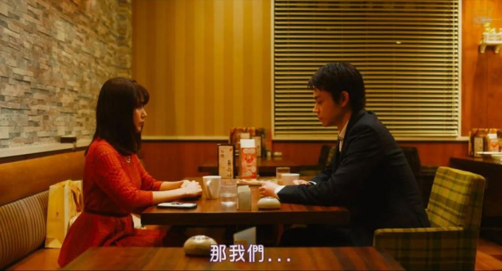 《花束般的恋爱》影评:豆瓣 8.5,扒光成年人的那点事,爱情片终于拍高级了!