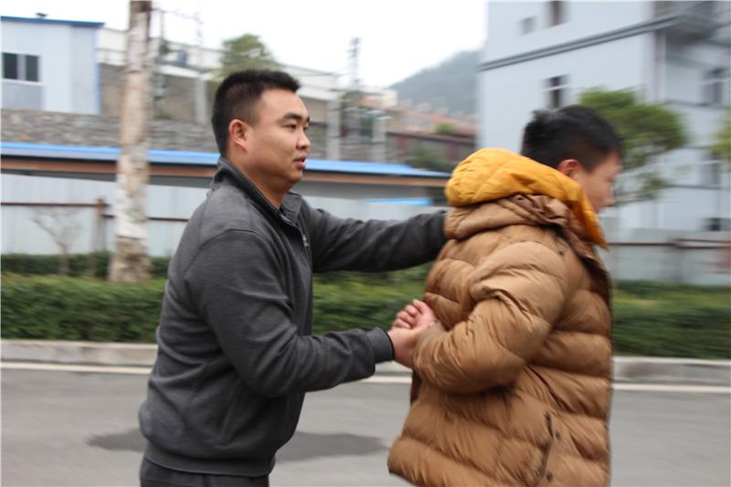 牛辅警3年抓捕攻略76人他的住宿逃犯还广州追逃秘籍图片
